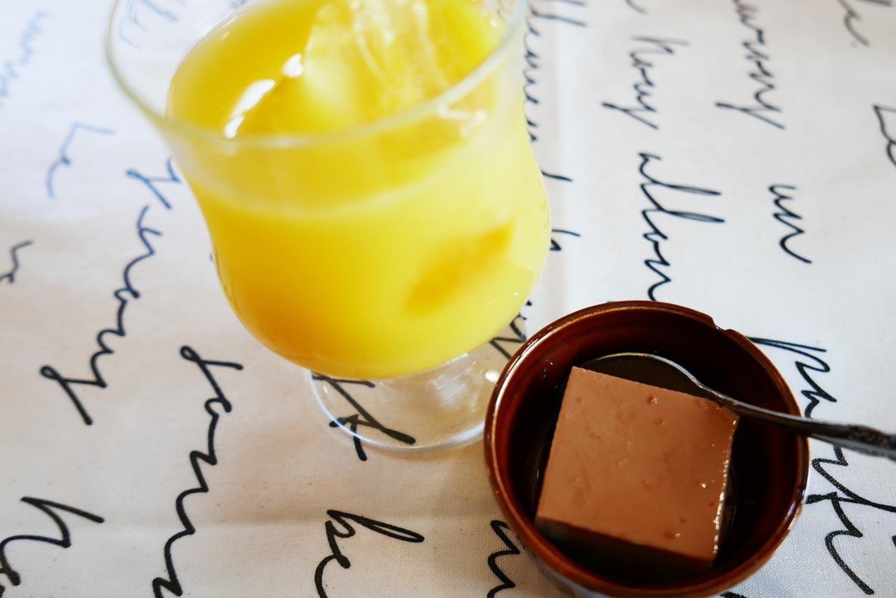 ブリッコのオレンジジュースとプリンの画像