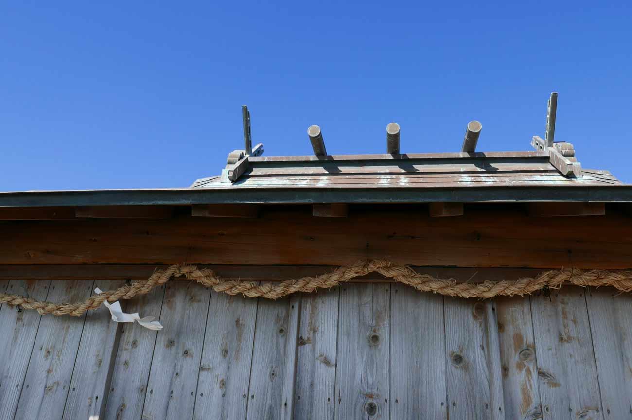 浅間神社頂上の社の屋根の画像