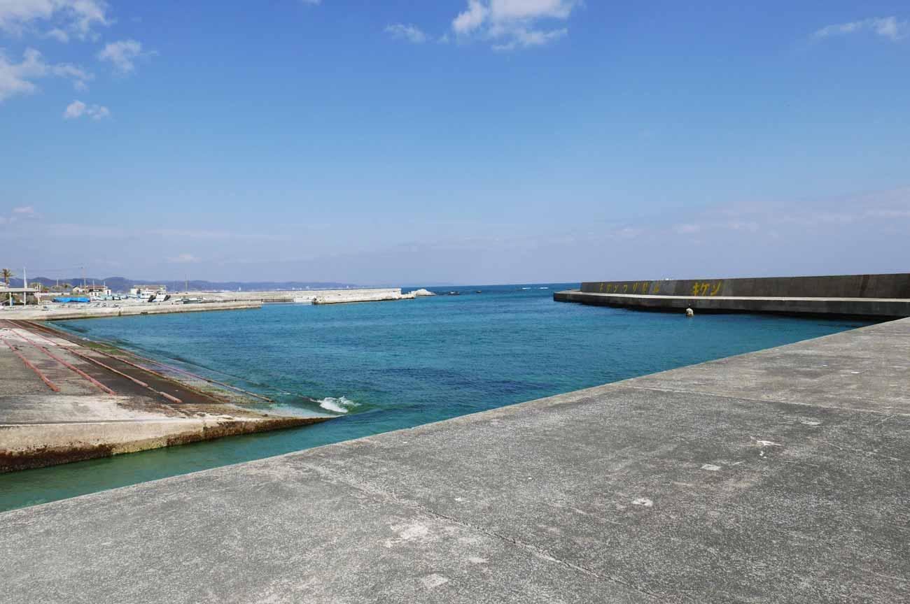 白子港一番右側の堤防