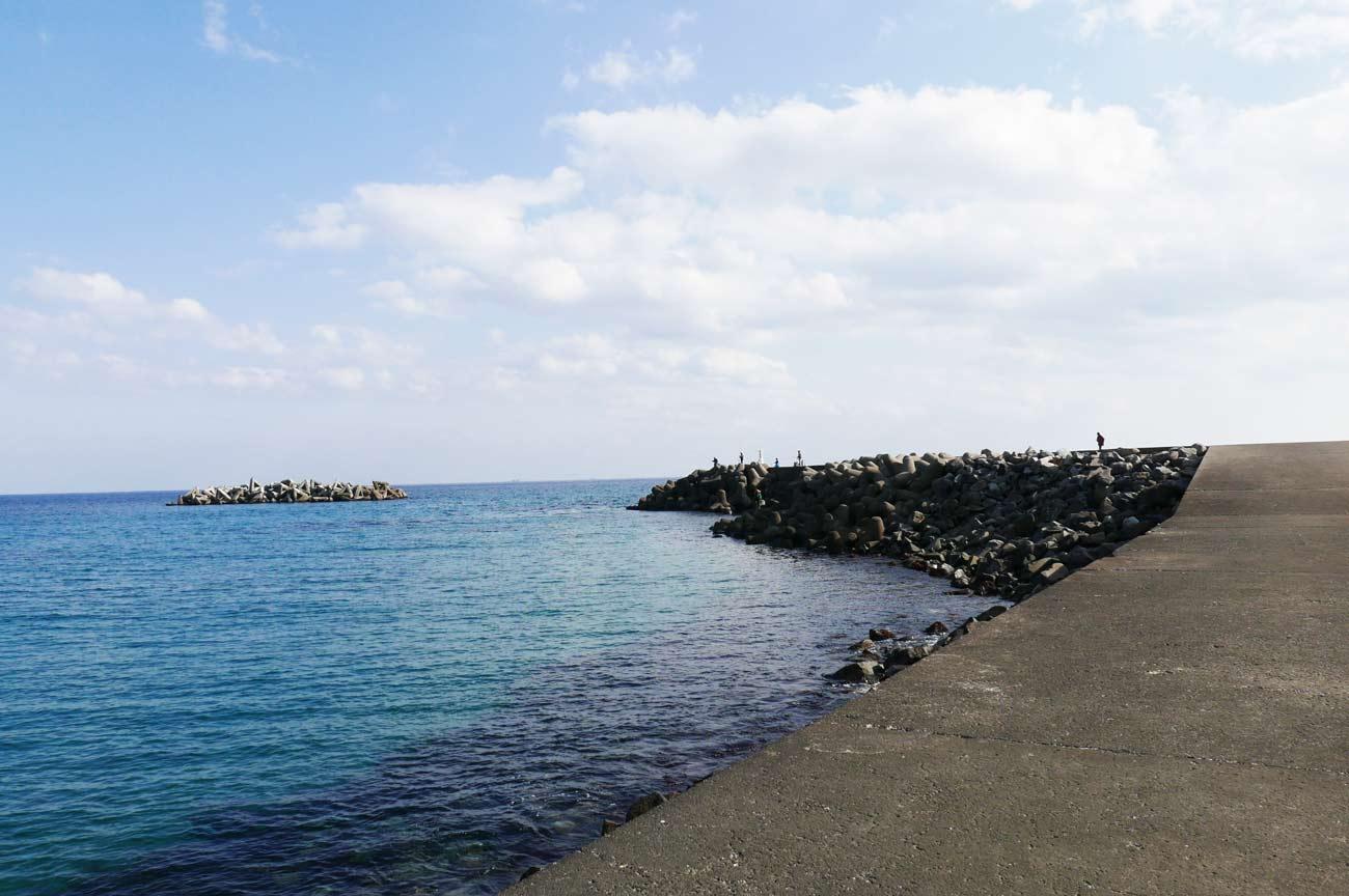 和田港白灯台の全景