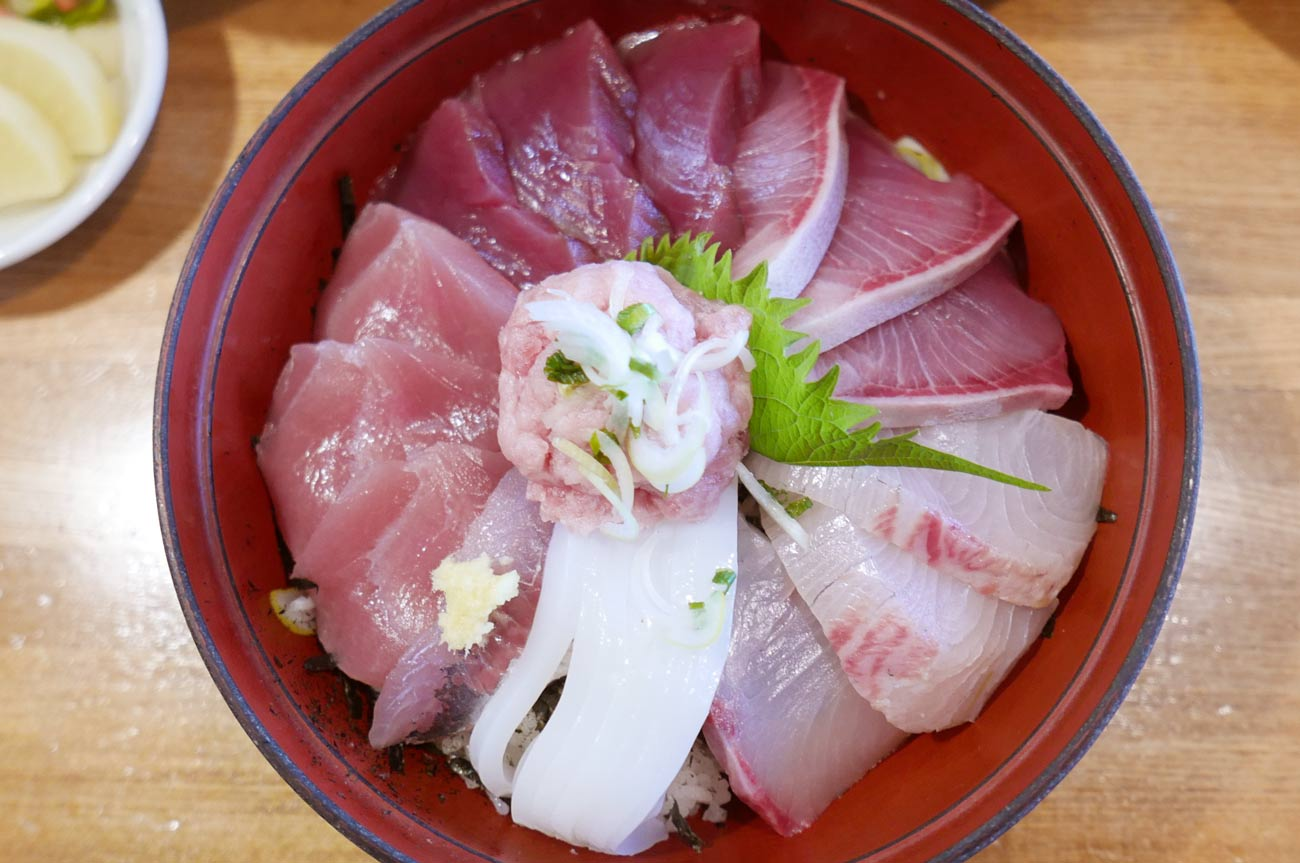 味処あさみの海鮮丼の画像