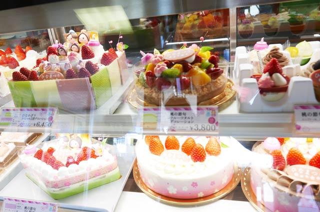フルーツのデコレーションケーキの画像