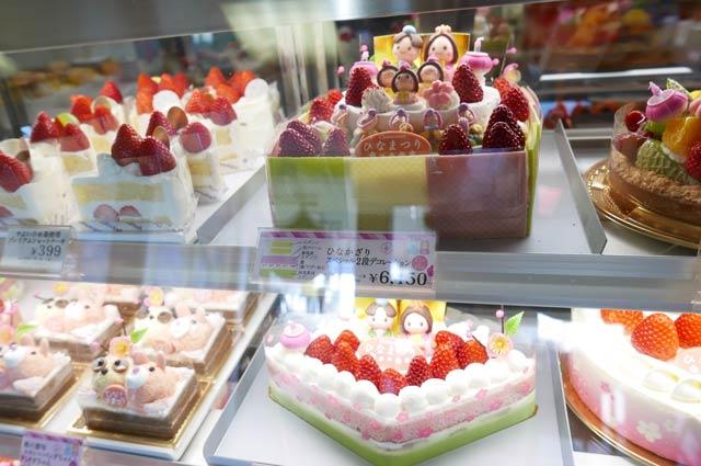 ひな飾りデコレーションケーキの画像