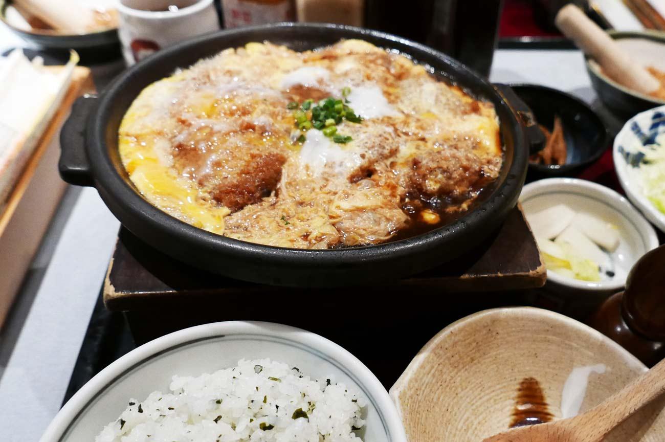 ヒレかつ鍋定食の画像