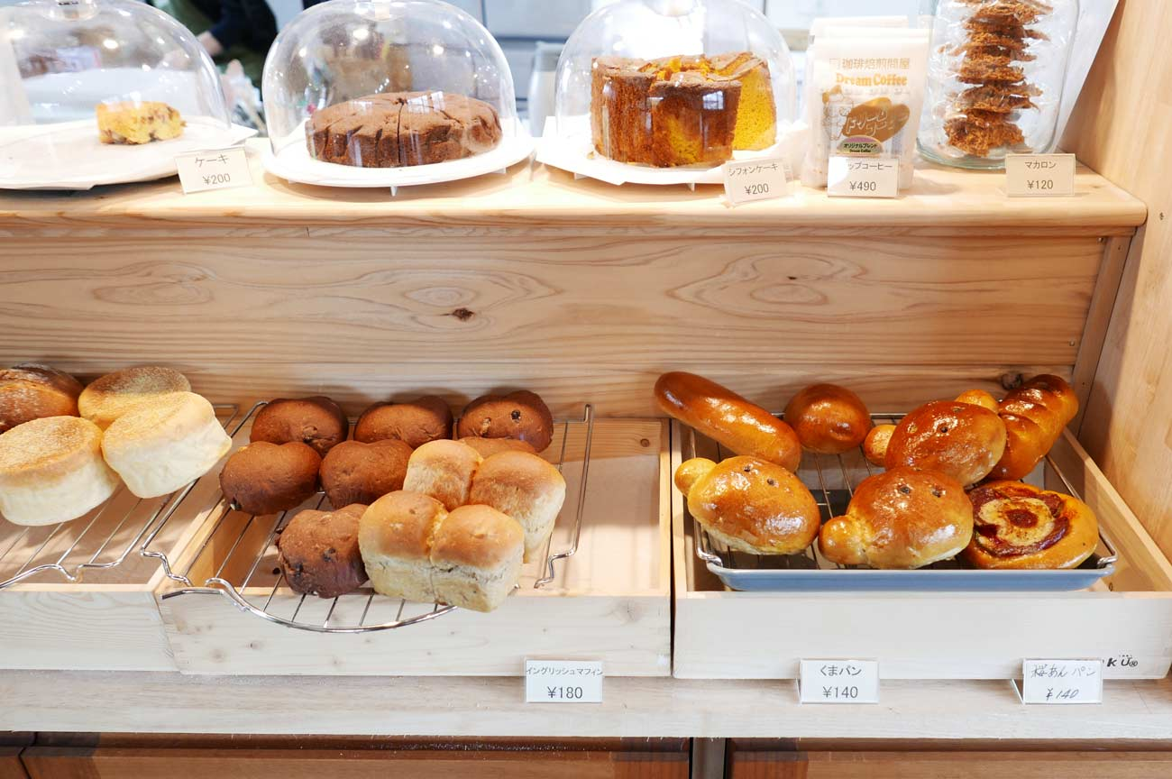 くまカフェのパンコーナーの画像