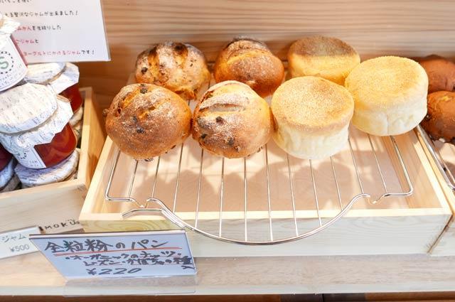 くまカフェの全粒粉のパンの画像