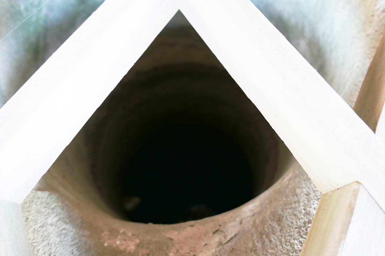 矢尻の井戸の中