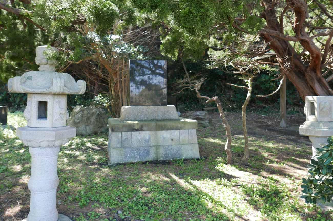頼朝の俳句の石碑の画像