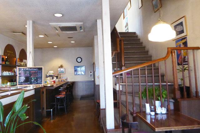 武平館1階のカウンター席の画像