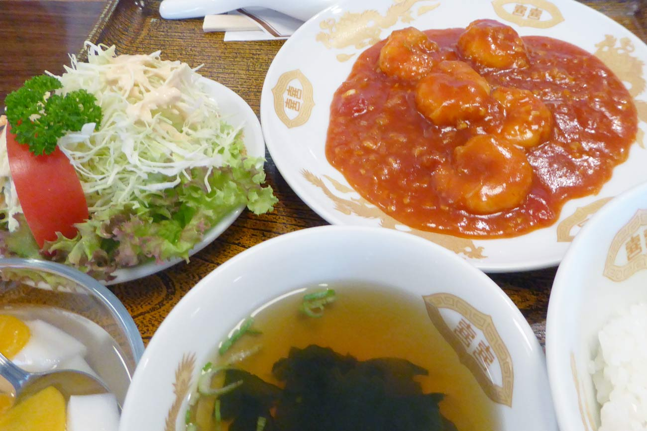 武平館のエビチリ定食の画像