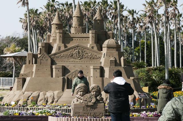砂像「ファミパ城」の画像