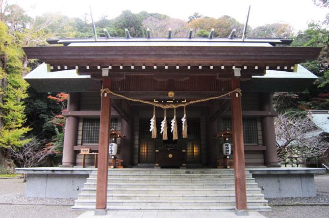安房神社の拝殿の画像