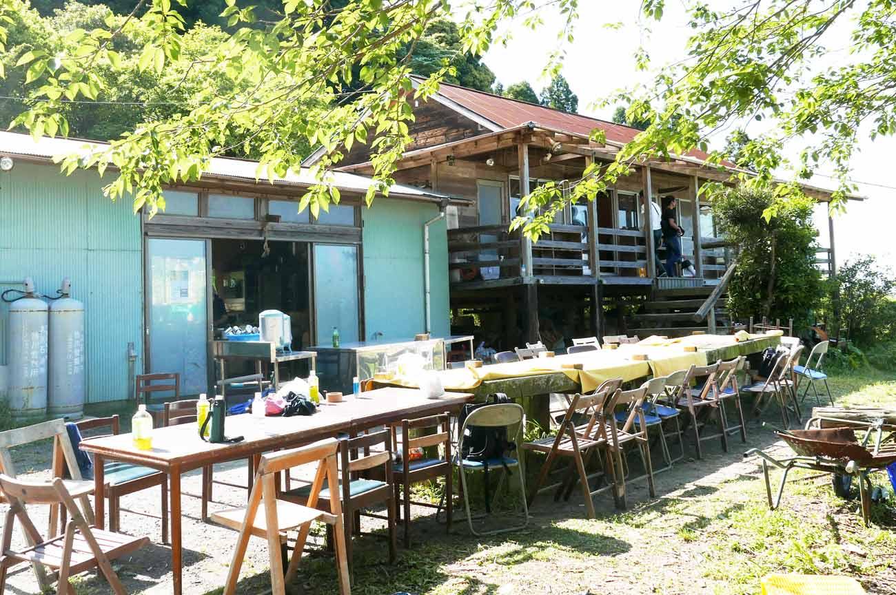鴨川自然王国の山小屋と炊事場