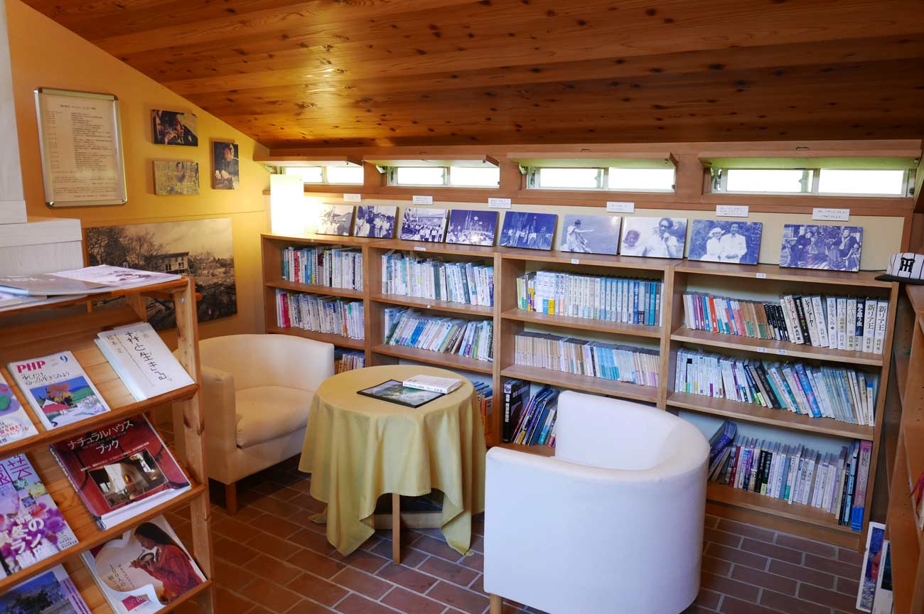 カフェEnの図書館