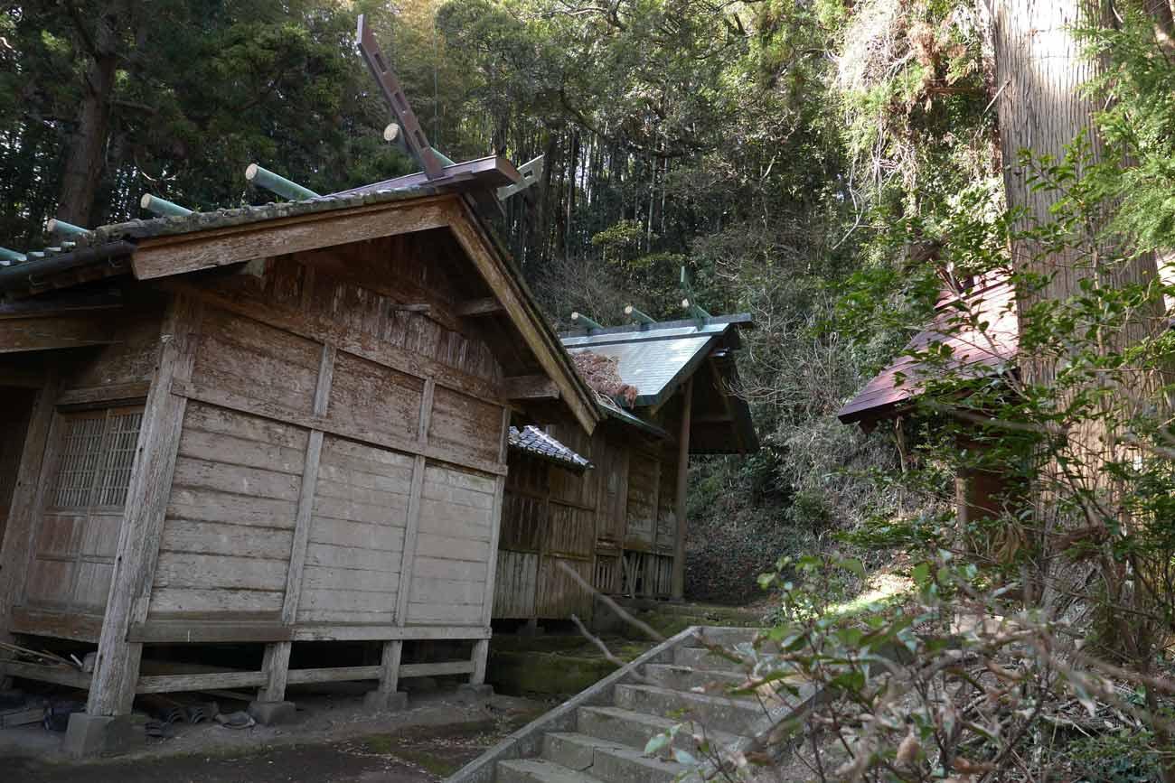 貴船神社の拝殿と本殿の画像
