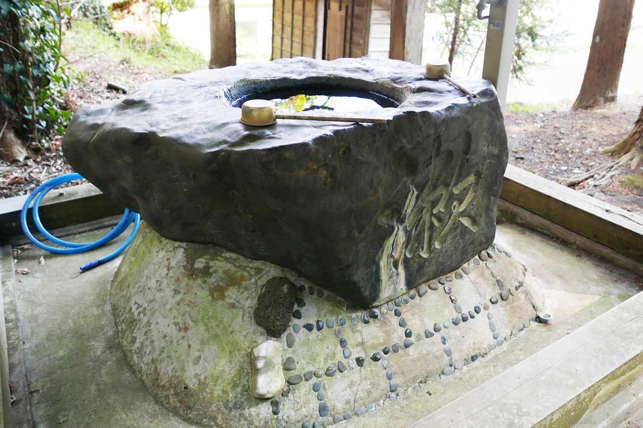 貴船神社手水石の画像