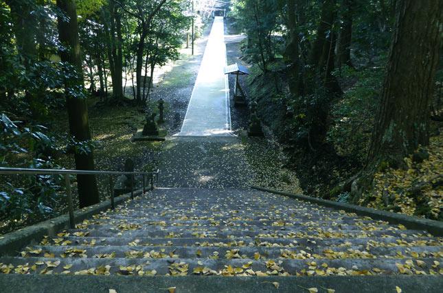 下立松原神社の参道の画像