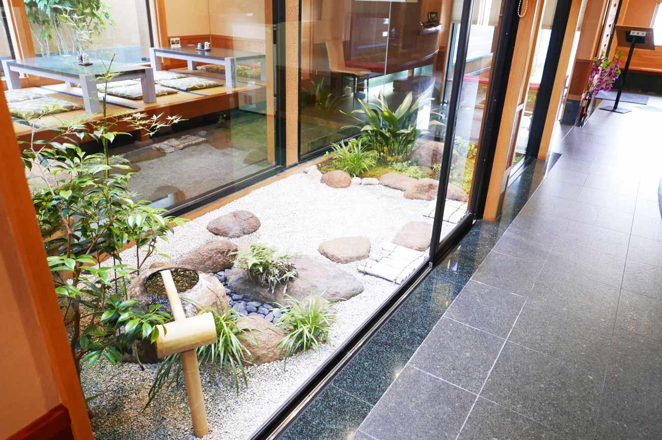 いづ喜店内の中庭の画像