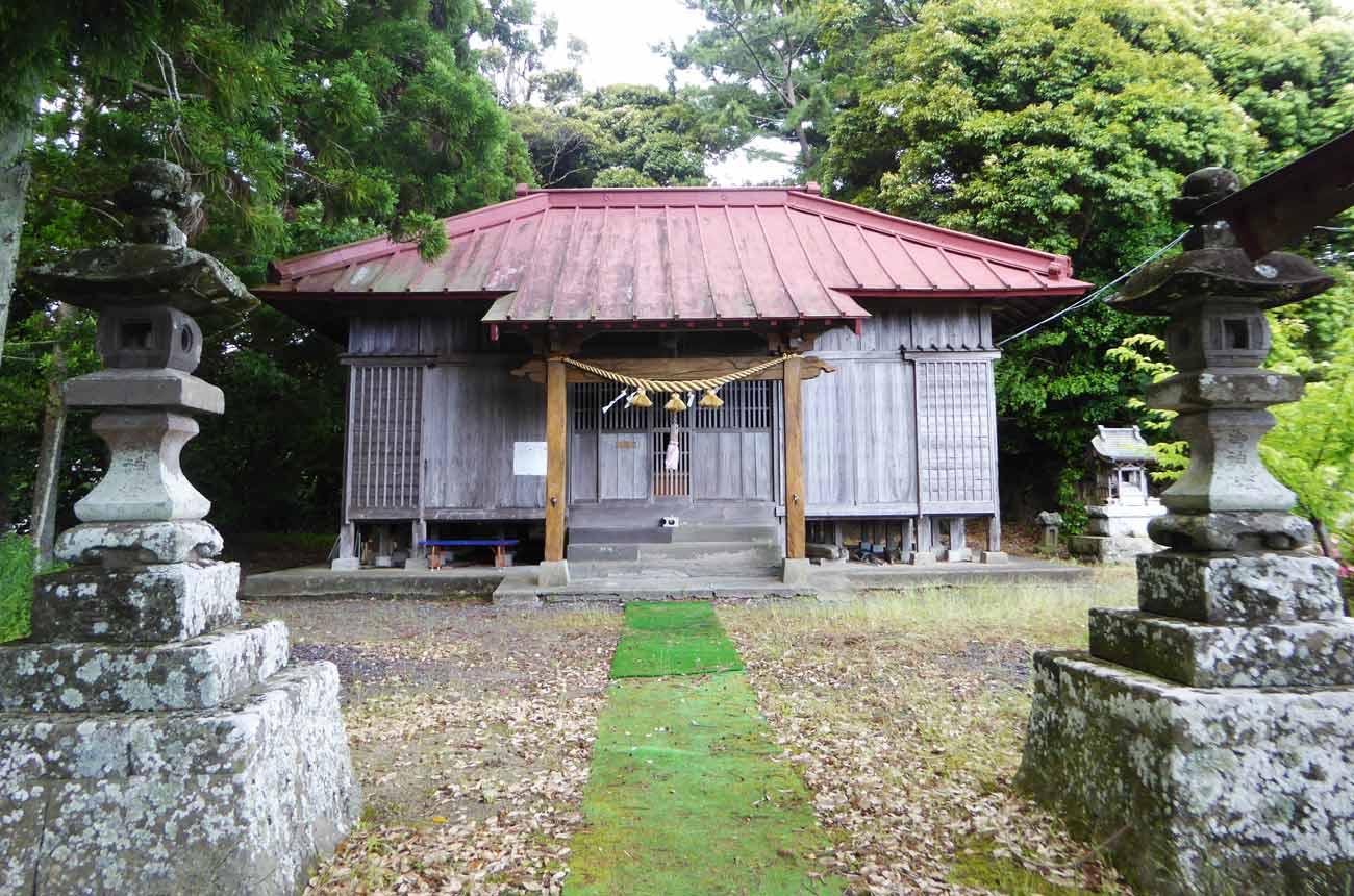 春日神社境内の画像