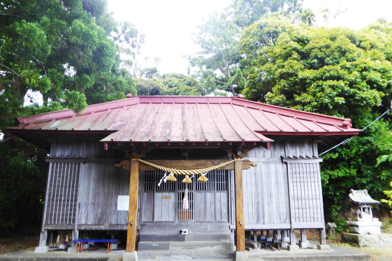 春日神社拝殿の画像