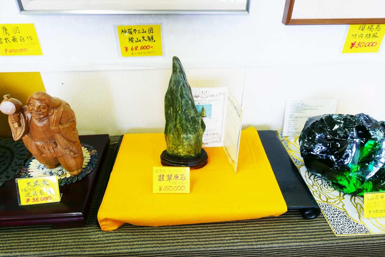 翡翠原石の画像