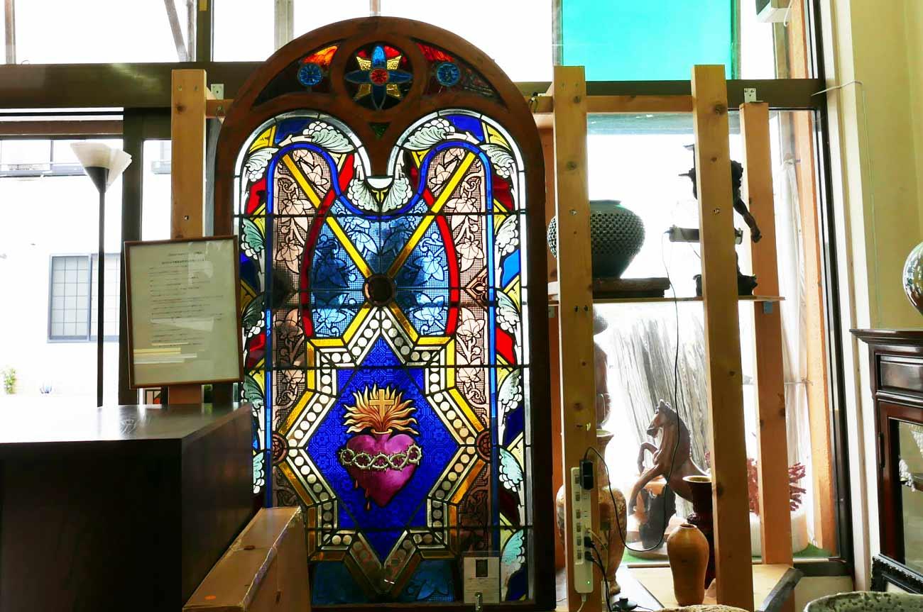 元英国ゴシック教会のステンドグラスの画像