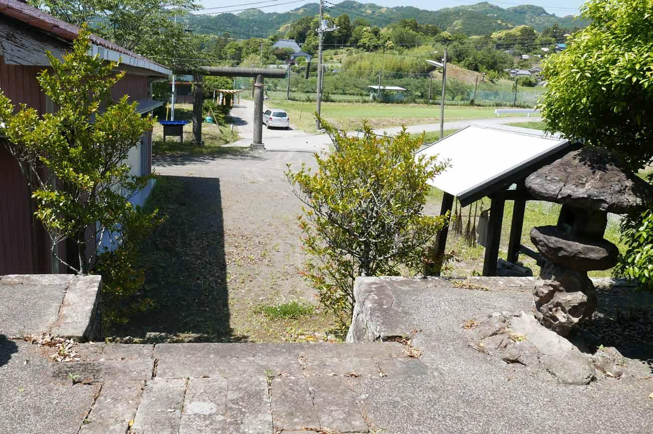 神明神社境内全景の画像