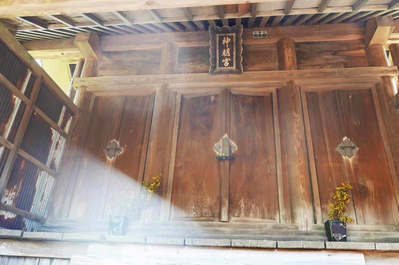 神明神社拝殿のアップ画像
