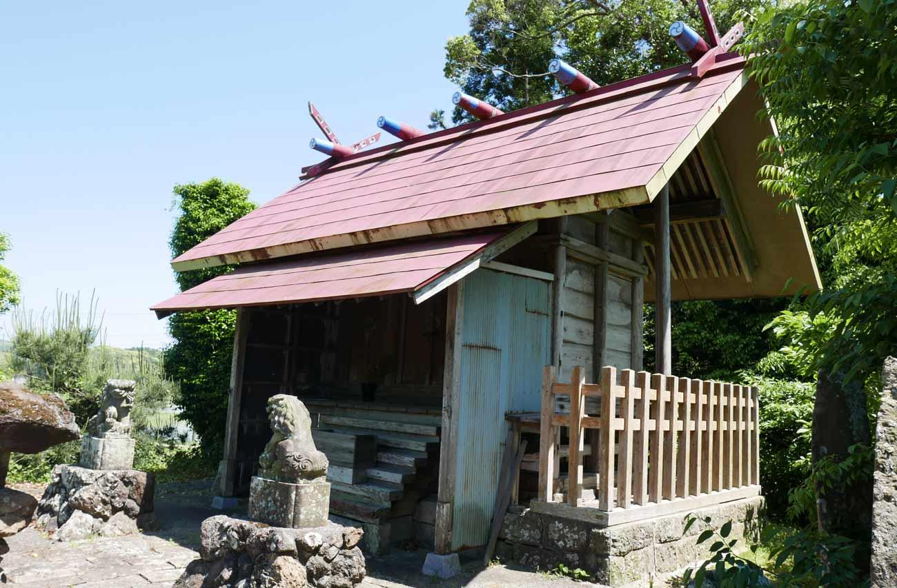 神明神社拝殿の全景画像