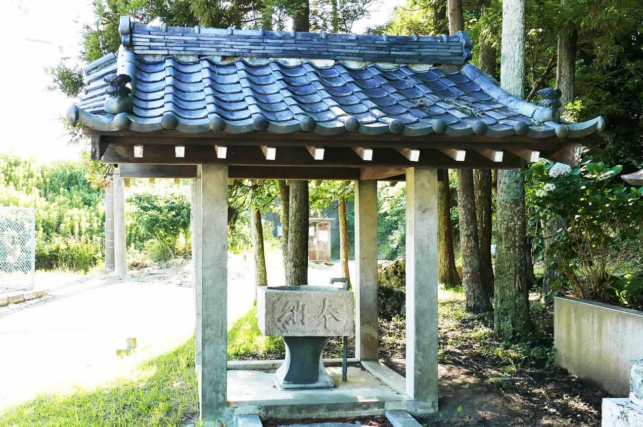白岩弁財天の手水石の画像