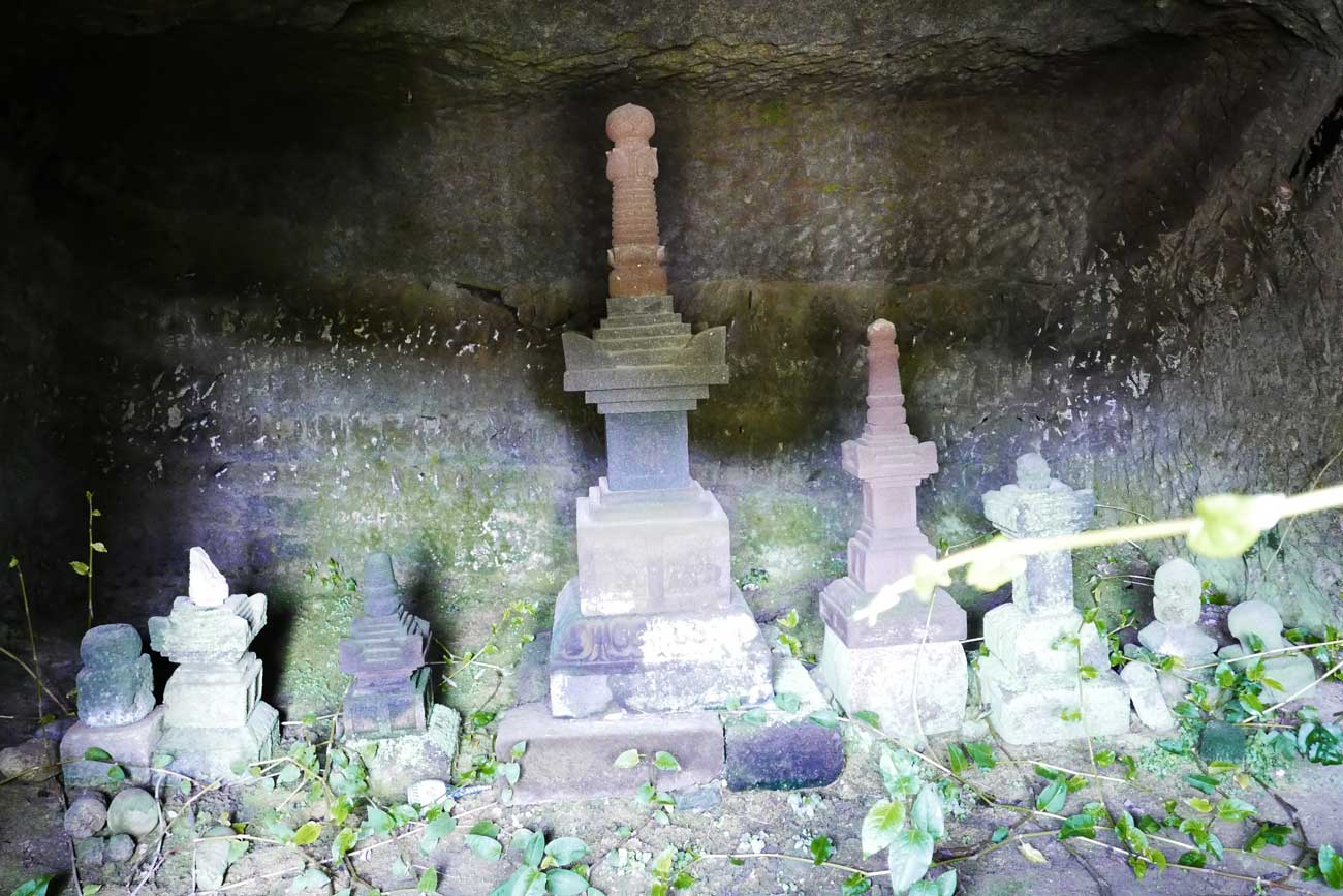 善性寺の宝篋印塔の画像