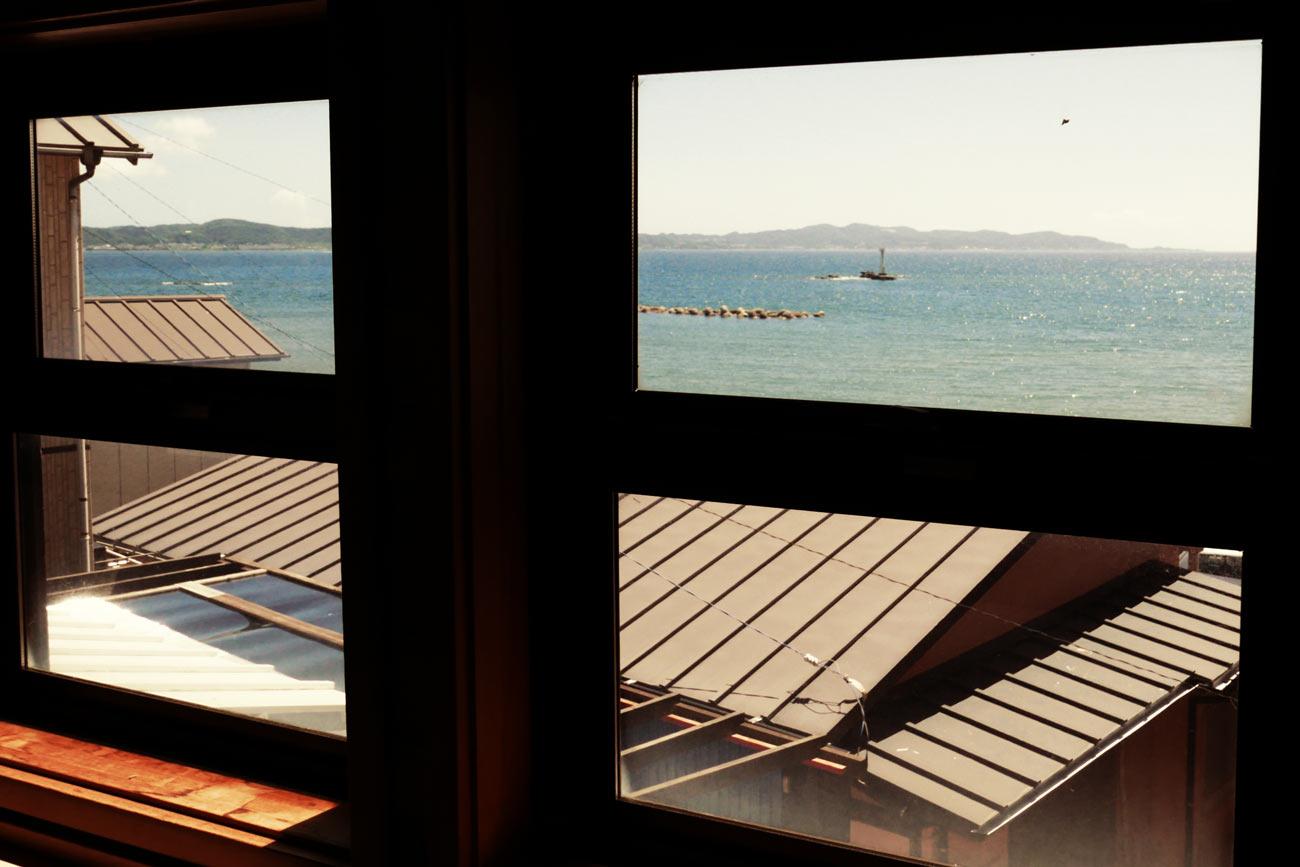 窓から見た船形海水浴場の画像