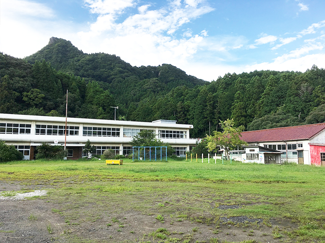 シラハマ校舎の校庭