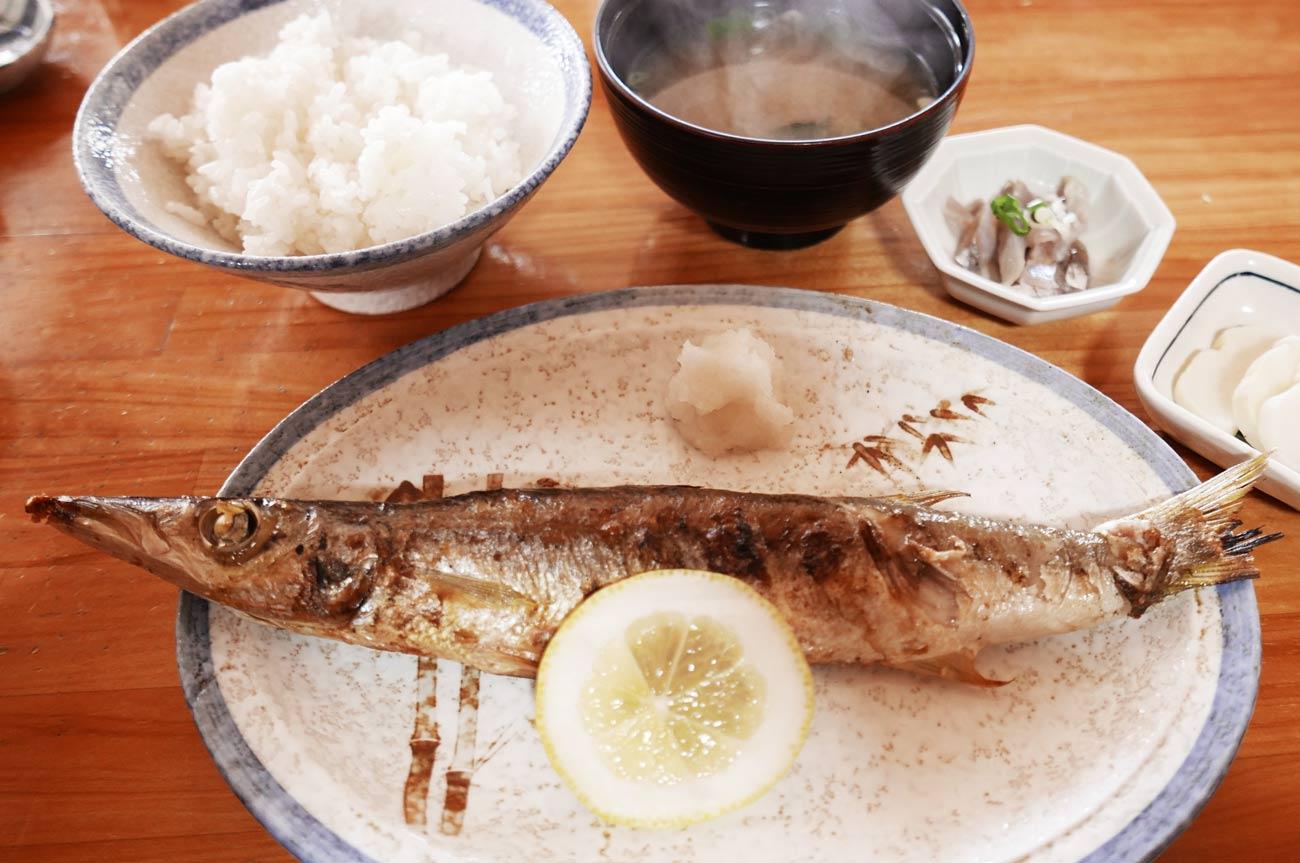 カマスの焼き魚定食の画像