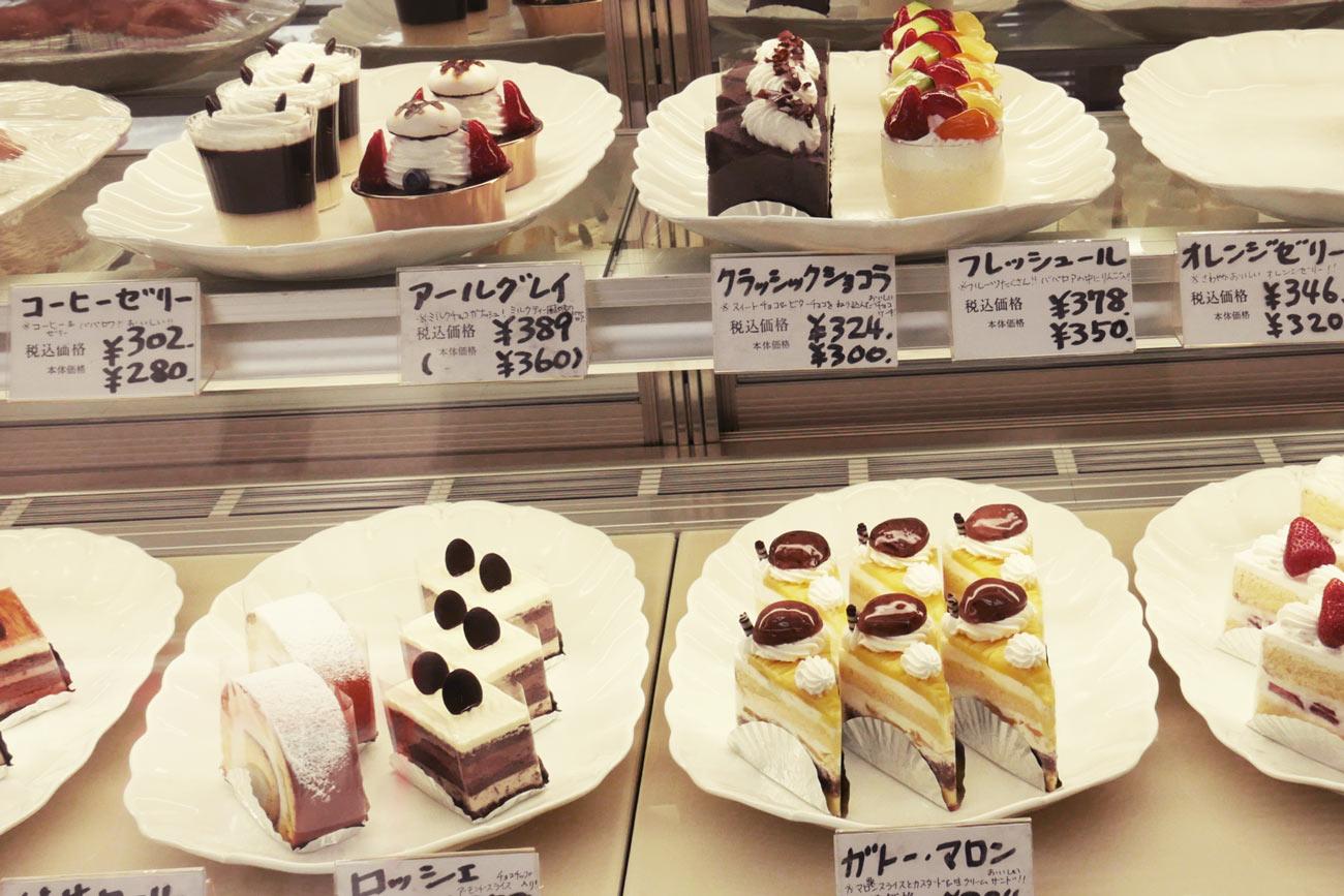 ショーケースのケーキの画像2