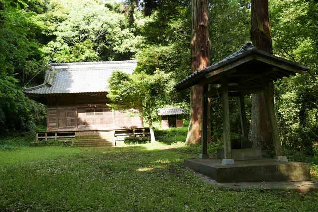 丸郷神社拝殿と手水舎の画像