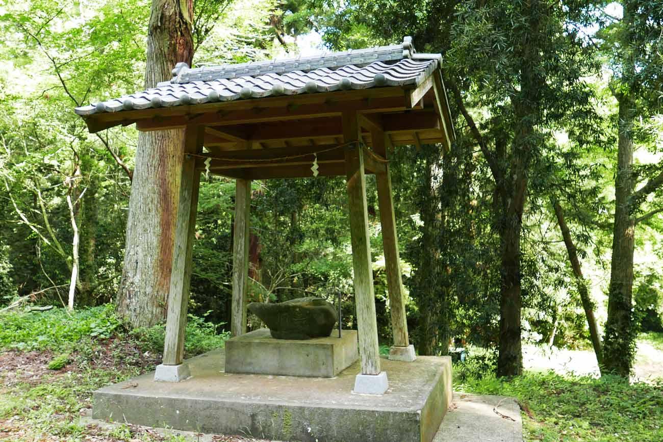 丸郷神社手水舎の画像