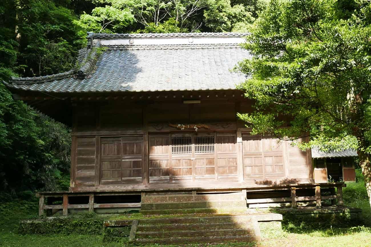 丸郷神社拝殿の画像