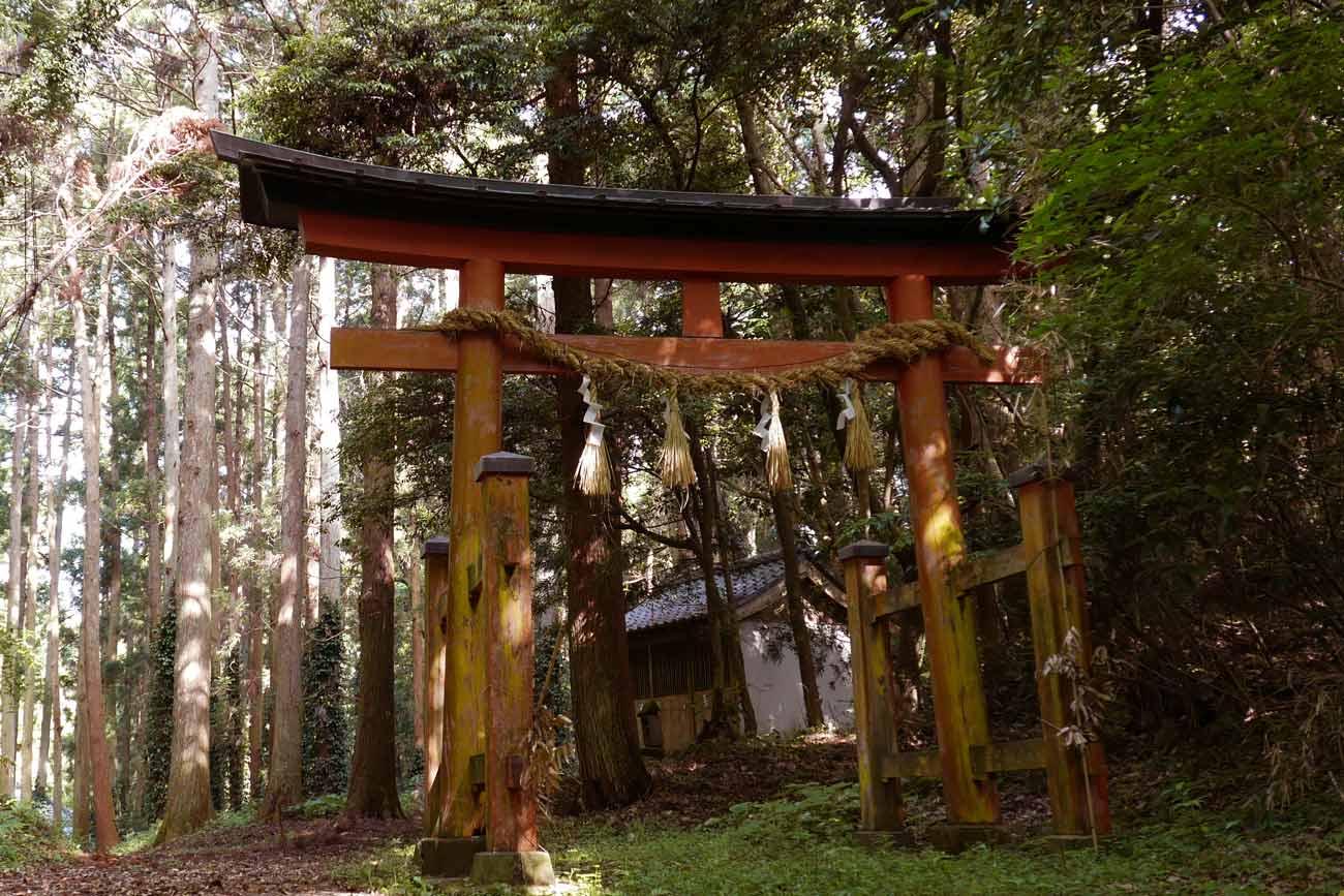 丸郷神社の三の鳥居の画像