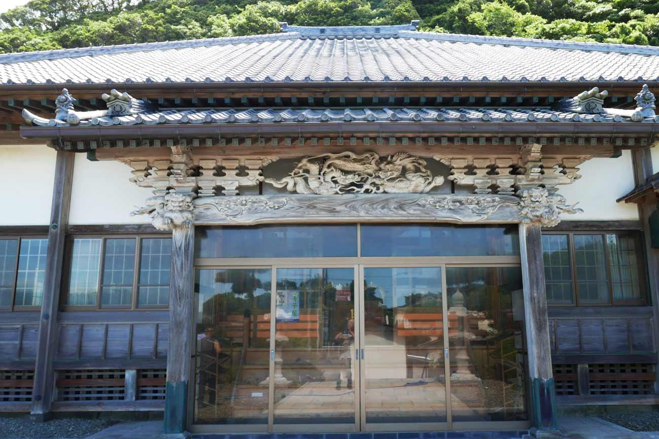 妙福寺本堂の龍の彫刻の画像