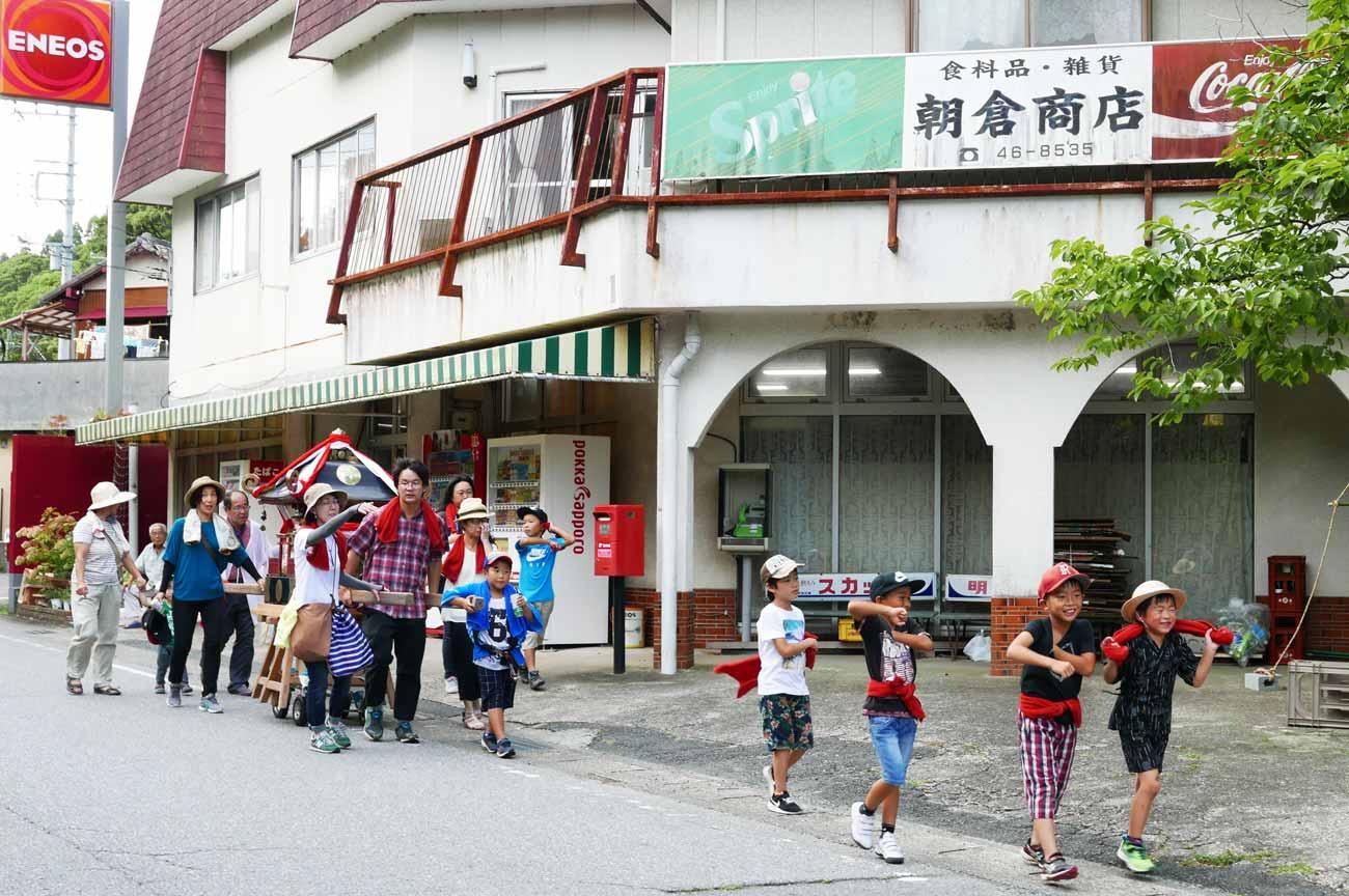 朝倉商店前のこども神輿の画像2
