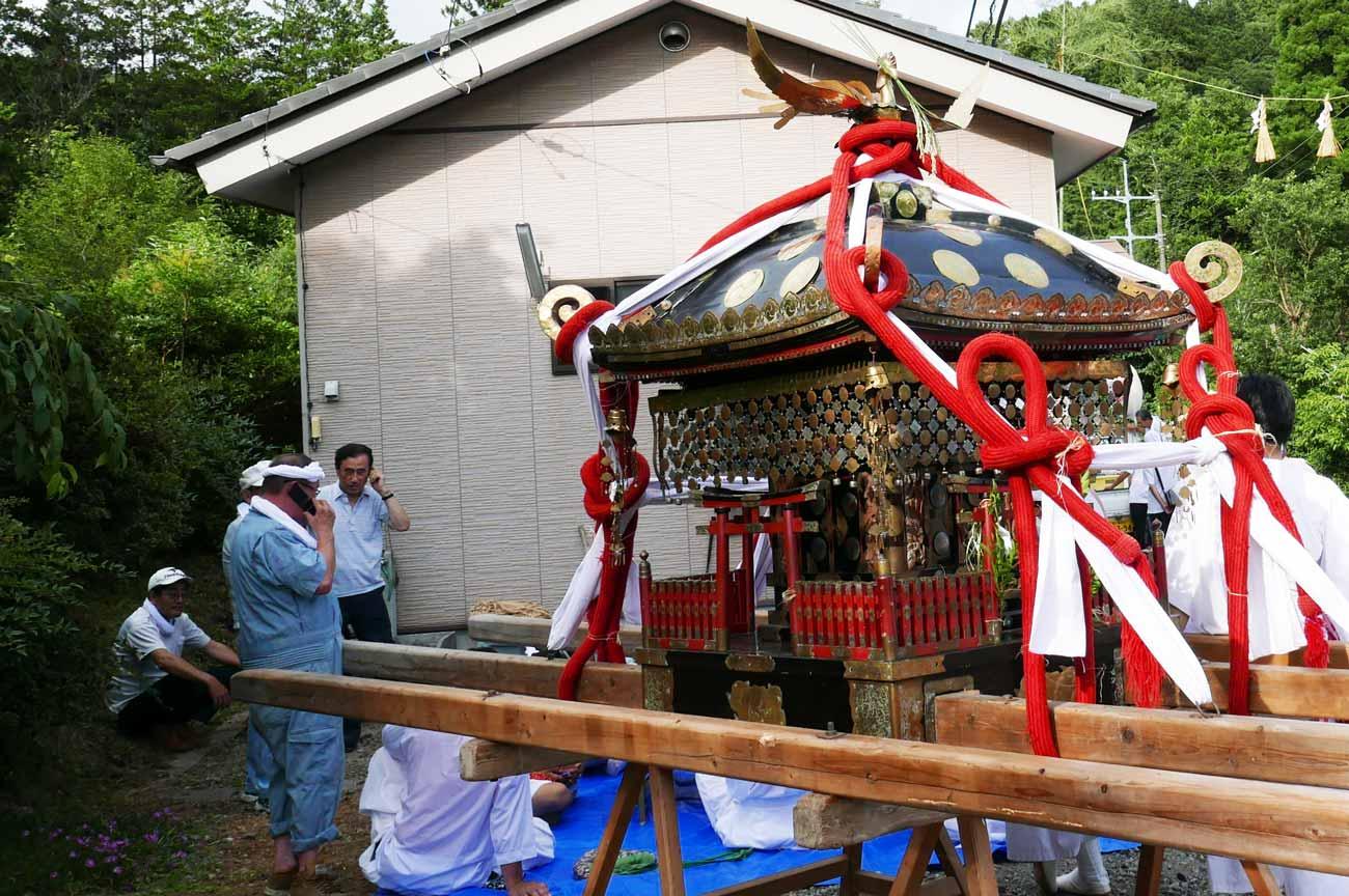 大人神輿の画像