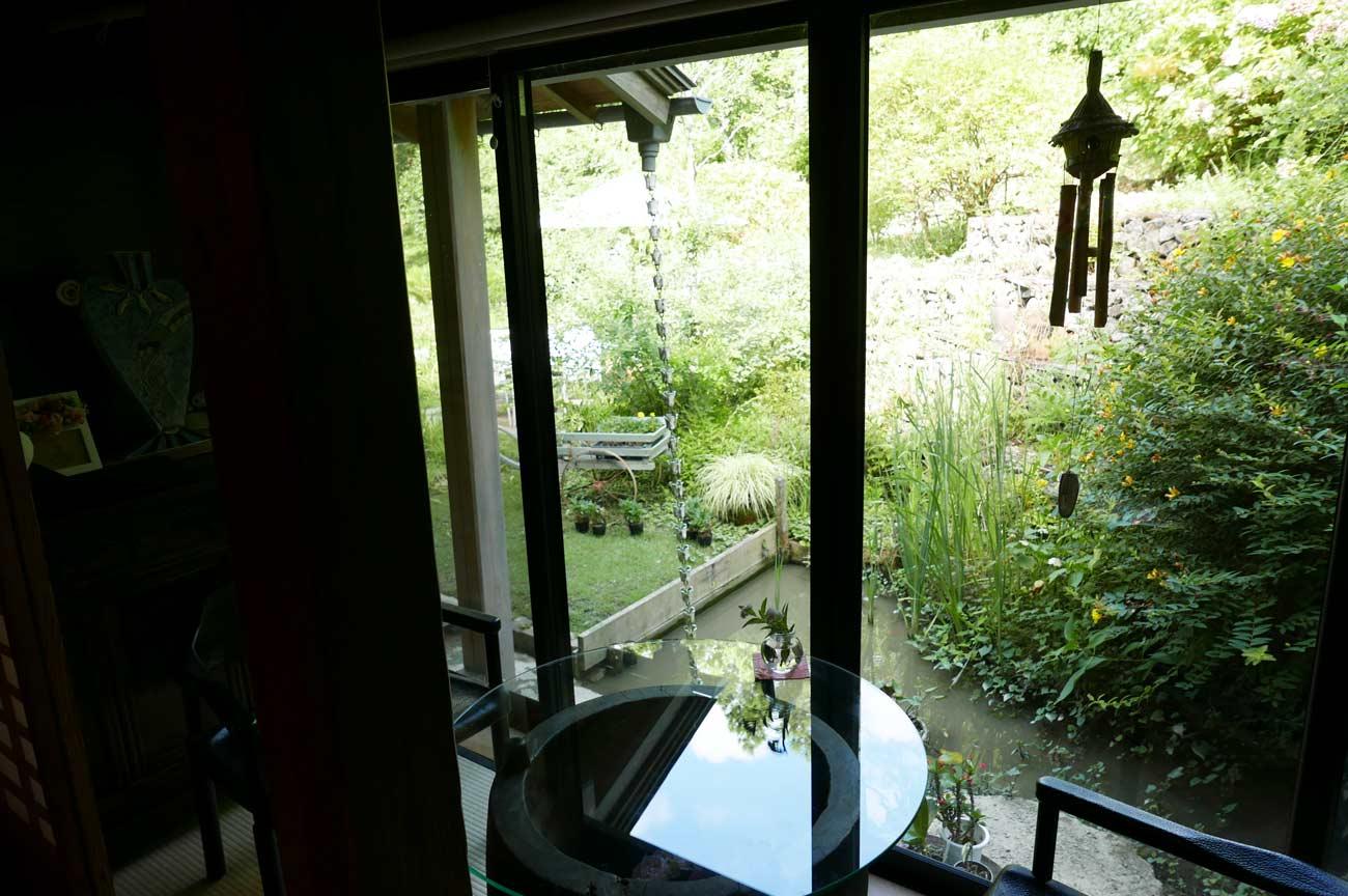 庭の池の画像