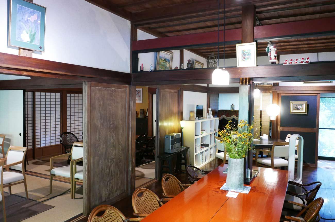 ルーラルガーデン・カフェ内部の画像
