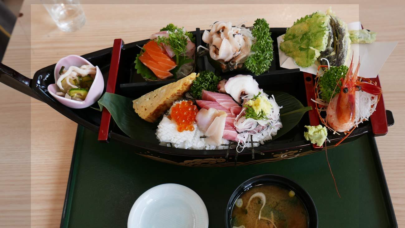 海鮮船盛り丼の画像