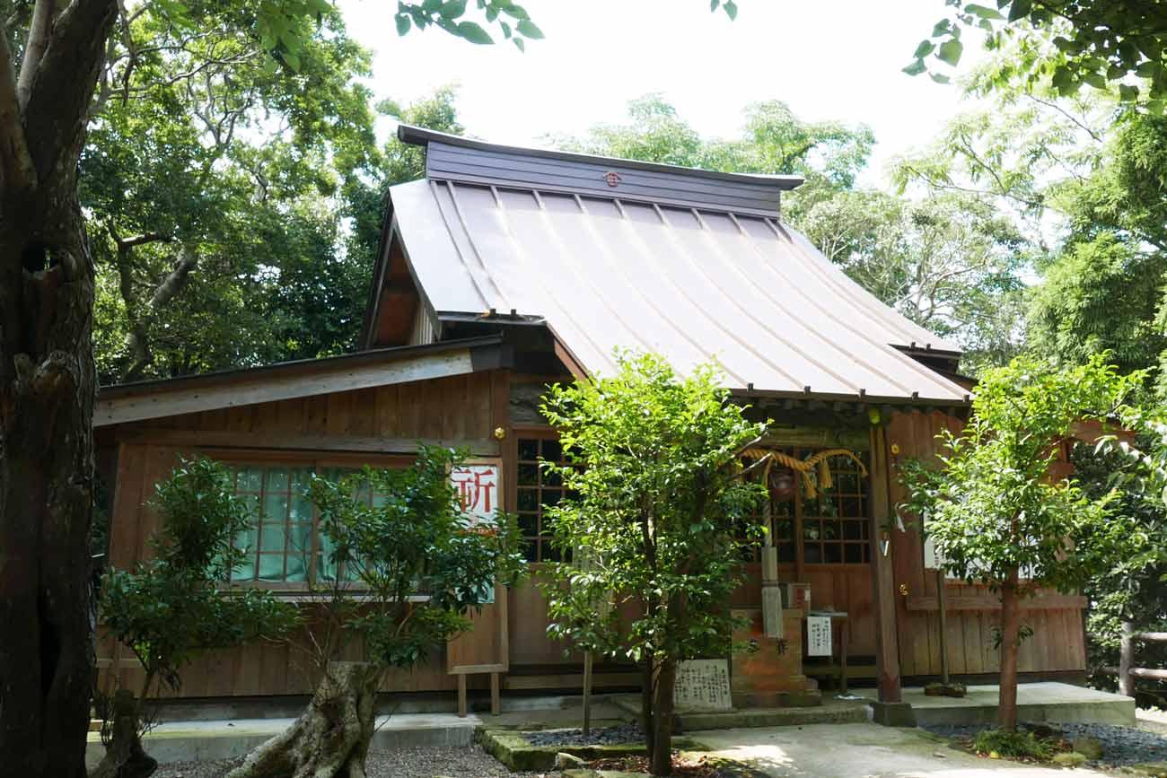 魚見塚浅間神社拝殿の画像