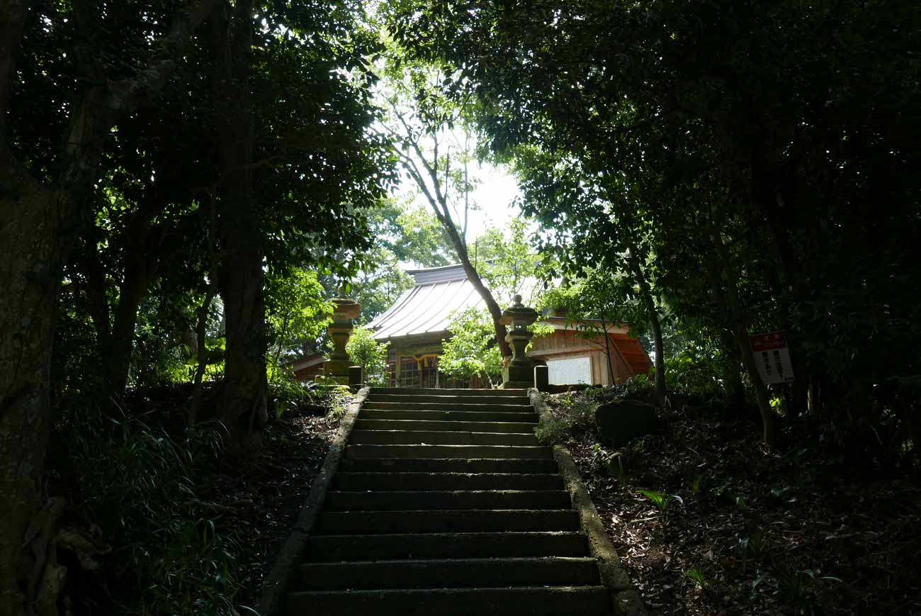 魚見塚浅間神社参道の画像