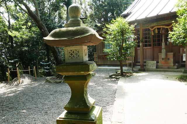 魚見塚浅間神社常夜灯(右)の画像