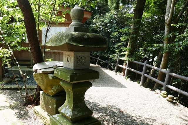 魚見塚浅間神社常夜灯(左)の画像