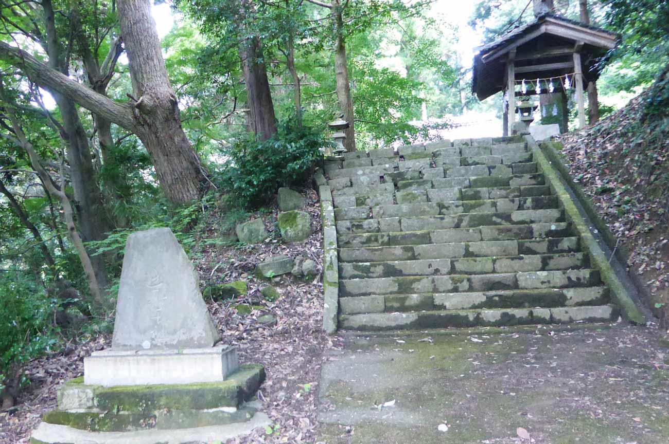 安岡神社の参道の画像